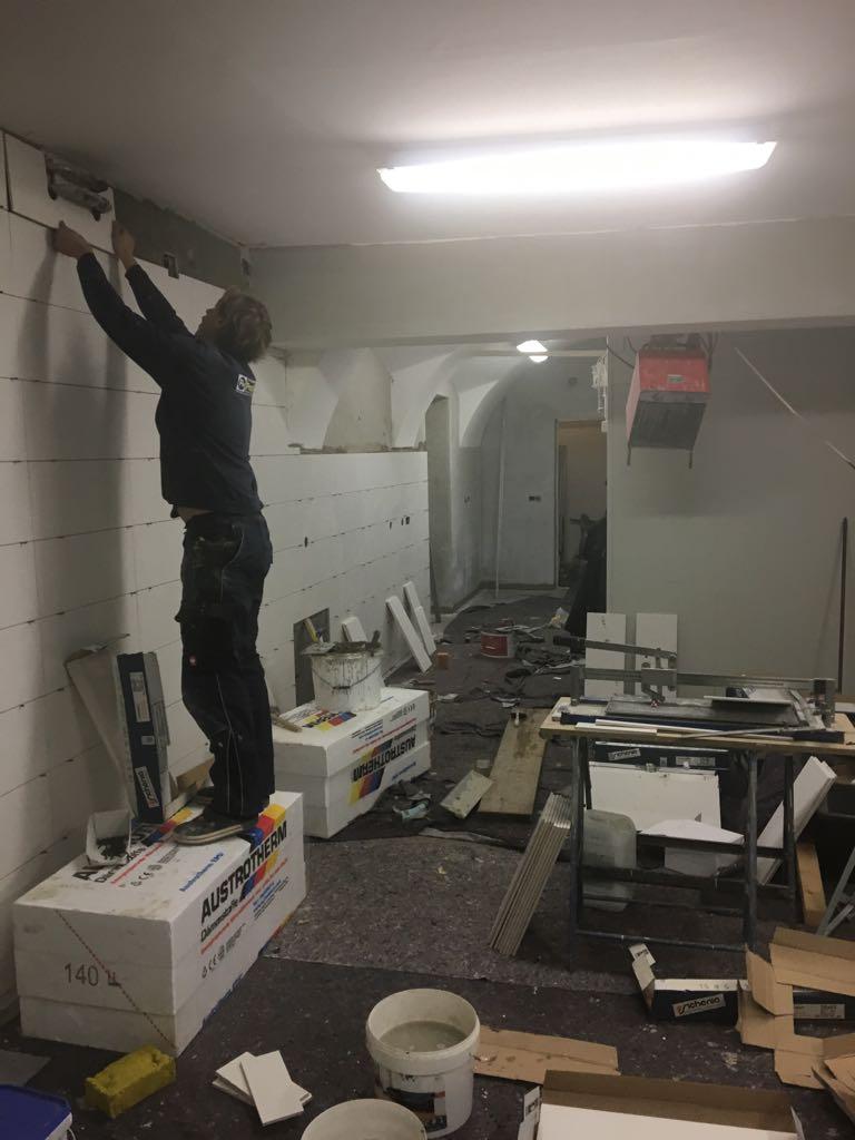Die Wände werden neu verfliest